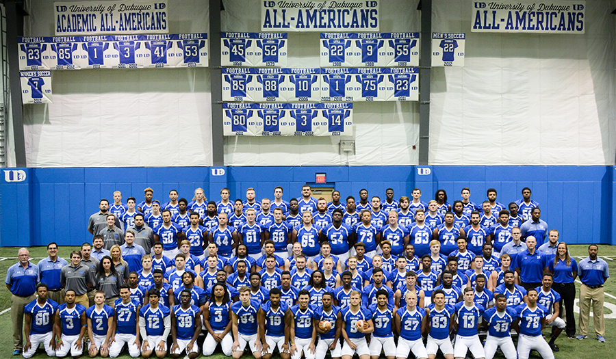 2016 Football Team Picture (900x525 px)